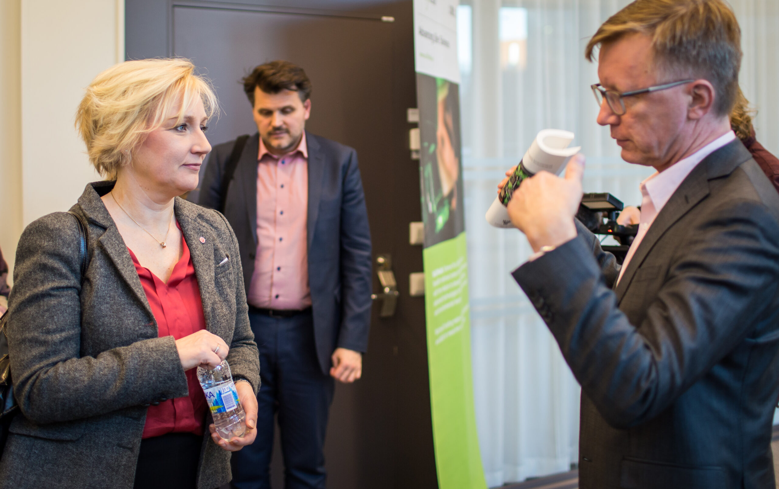 The Minister for Higher Education and Research in discussion with SciLifeLab Director Olli Kallioniemi.
