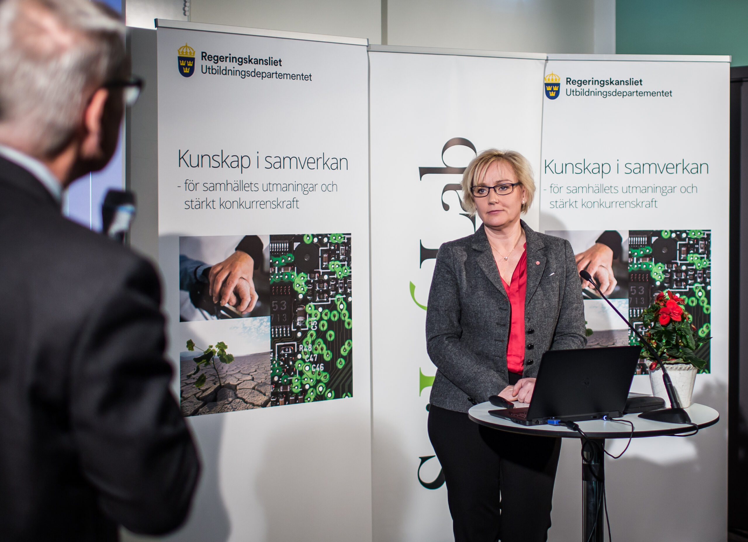 Helene Hellmark Knutsson presented the research bill at SciLifeLab in Solna.
